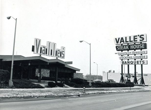 Valle S In Braintree I Remember Going There On Dates In The Late 60 S Filet Mignon Was 4 95 Springfield Massachusetts Boston Restaurants Boston History