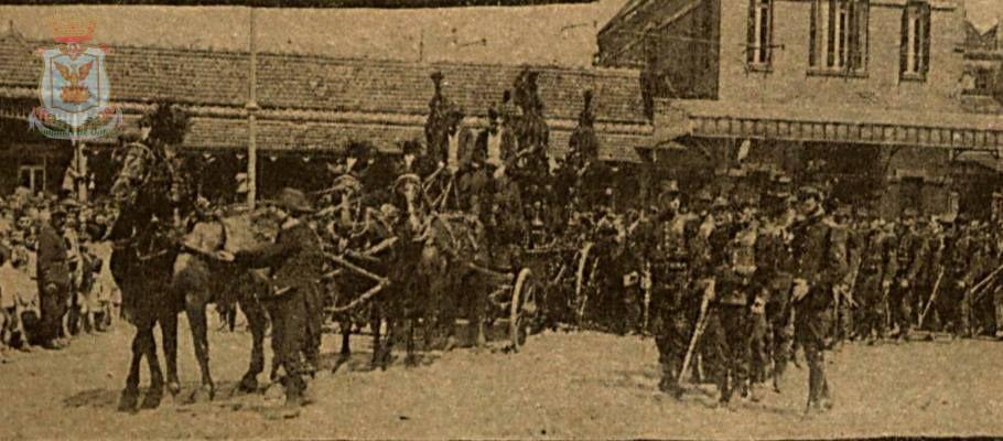 Enterro de Francisco Glicério (Francisco Glicério de Cerqueira Leite) saindo de frente da estação da Paulista em Campinas. Francisco Glicério faleceu no Rio de Janeiro no dia 12 de abril de 1916.