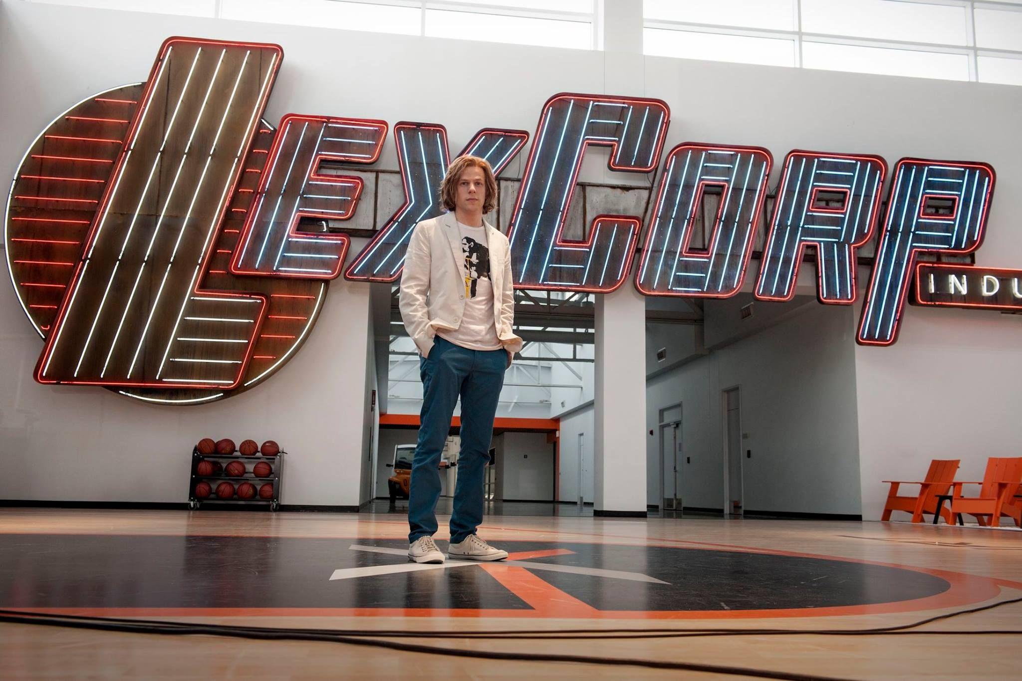 #JesseEisenberg è LEX LUTHOR in #BatmanVSuperman. Nei cinema nel 2016.