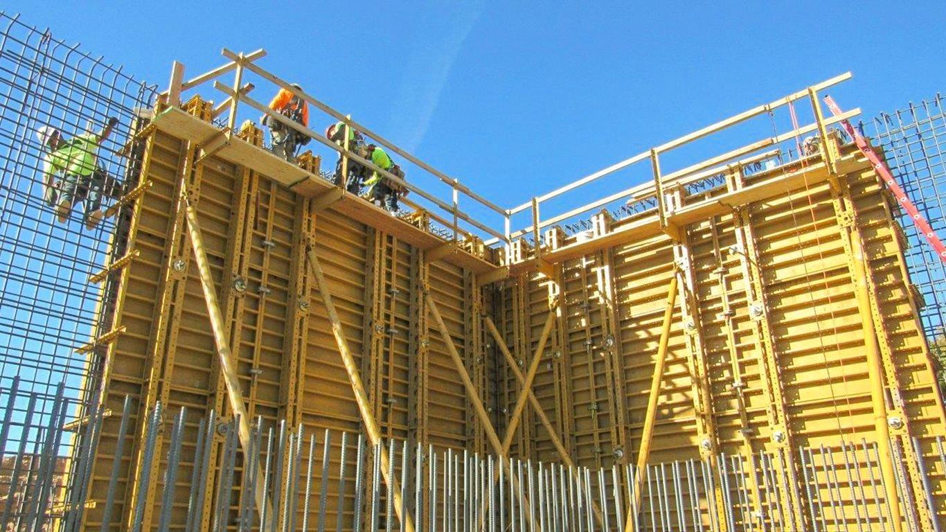 Constructing a Concrete Wall using EFCO Super Stud    EFCO