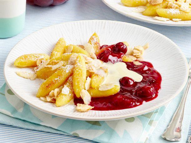 Süße Schupfnudeln mit Roter Grütze Rezept   Desserts ...