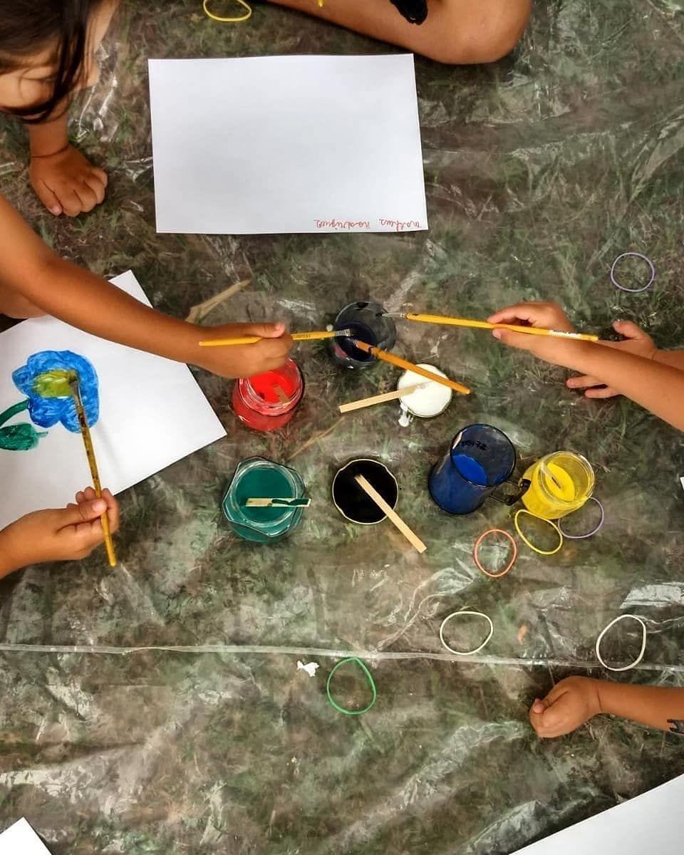 fa3474f8cb8 Último dia de fazer arte com as crianças. Guache e pintura de rosto 😂  Vamos admitir