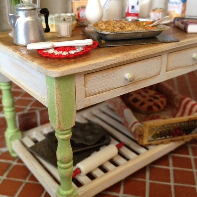 Country Kitchen Baking Table 1:12