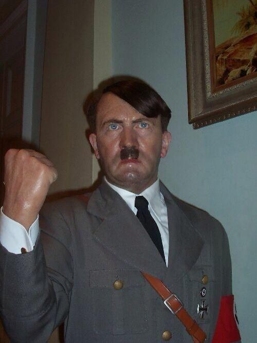 Wachsfigur von Adolf Hitler bei Madame Tussauds, London, UK.