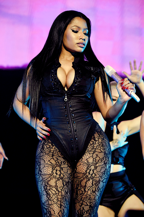 Nicki Minaj in black hose & corset Nikki minaj, Nicki