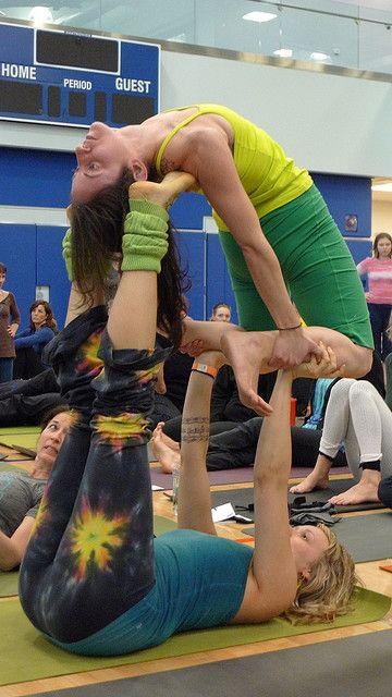 Crazy Acrobat Yoga Girls Partner Yoga Partner Yoga Poses Acro Yoga Beginner