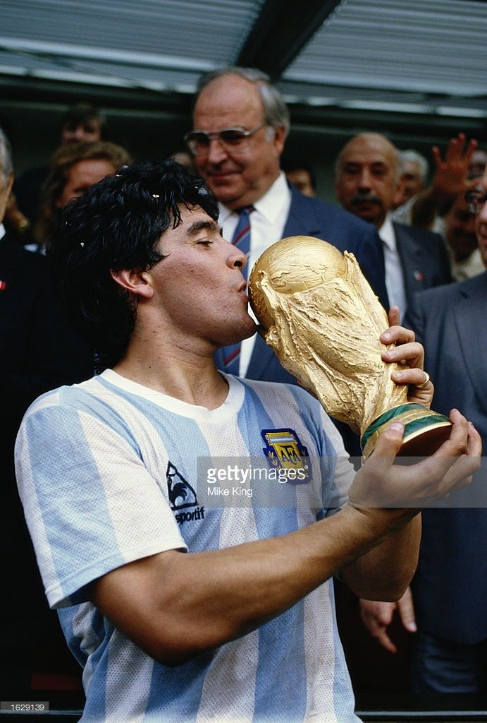 Diego Maradona Of Argentina Kisses The Trophy After The World Cup Final Against West Germany At The Azteca Stadium In Diego Maradona Football Images World Cup