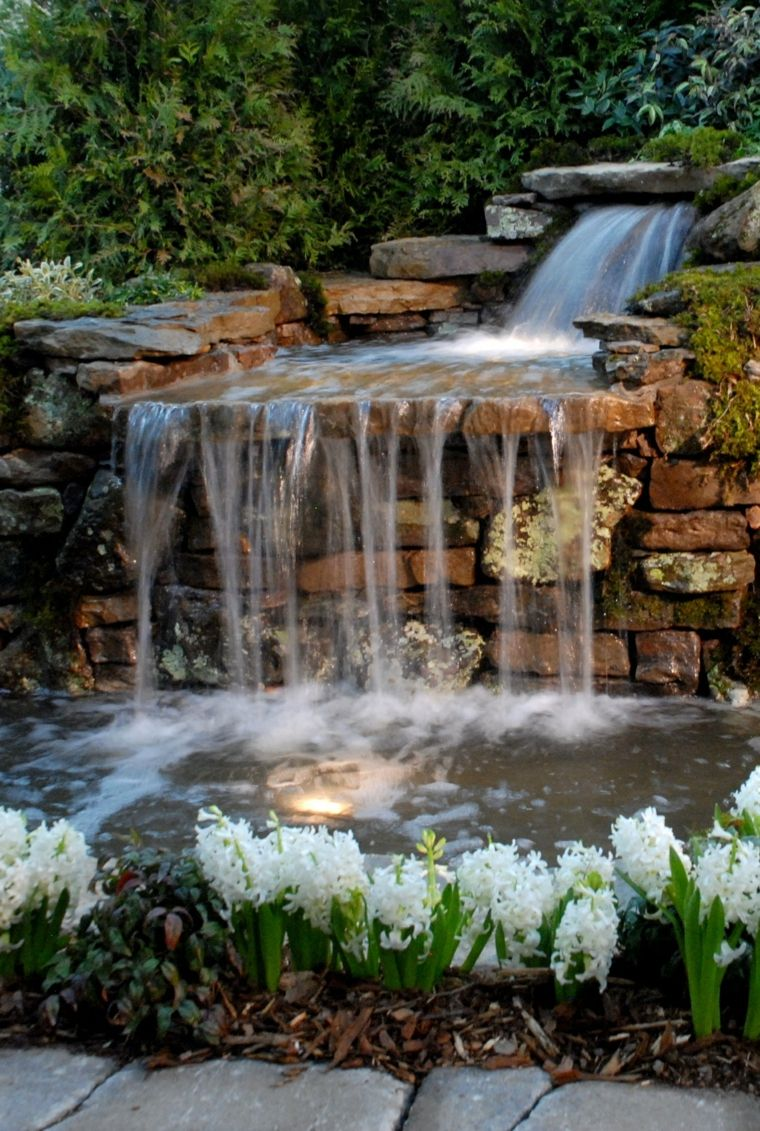 Cascadas y fuentes de jard n modernas 42 ideas for Disenos de fuentes y cascadas