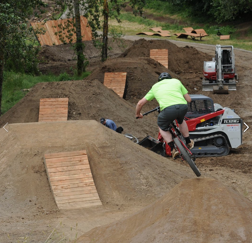 cool bmx pumptrack by dirt builders www dirtbuilders com