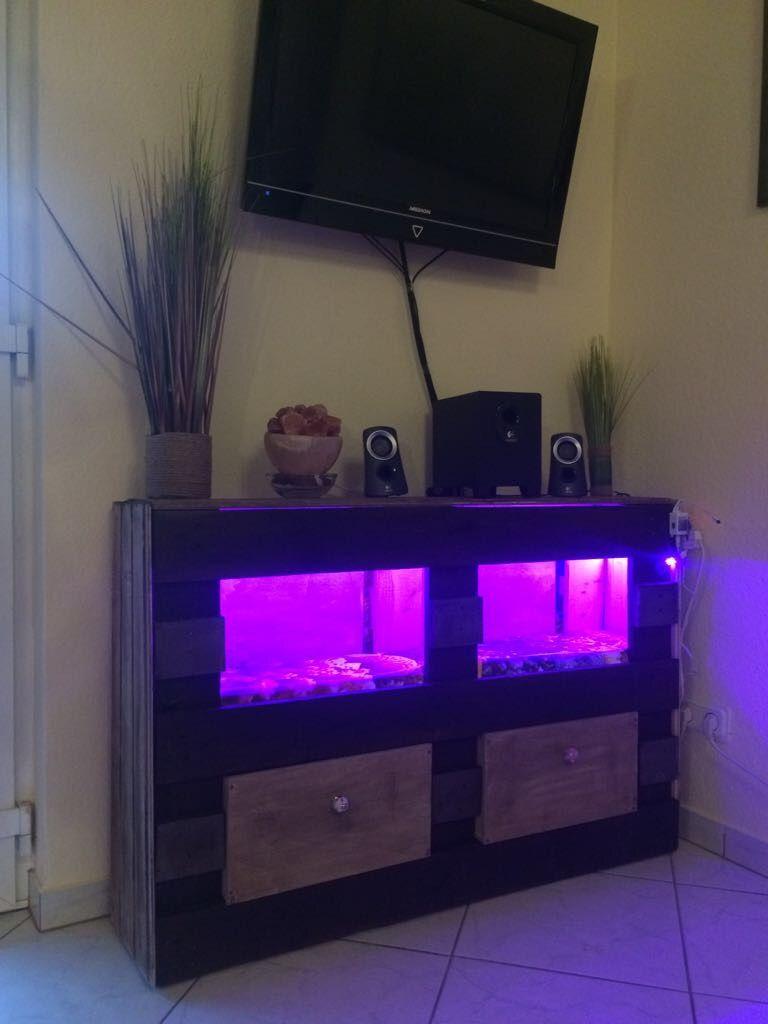 Wohnzimmerschrank Aus Paletten Palettenmbel Selbstgebaut Diy Led Schrank