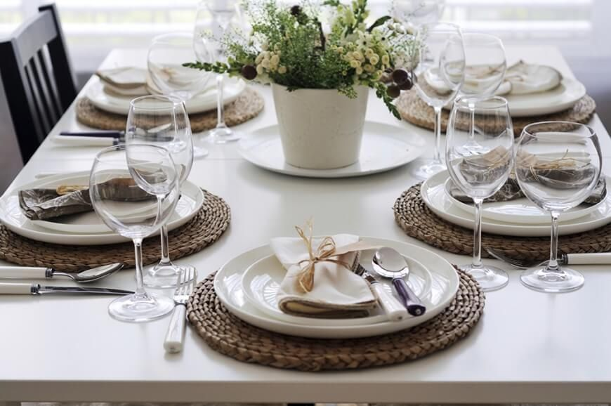 The Woven Wicker Placemats Help Distinguish The Glossy White Plates From The Matte White Dining Table Dinner Table Setting Fancy Table Kitchen Table Settings