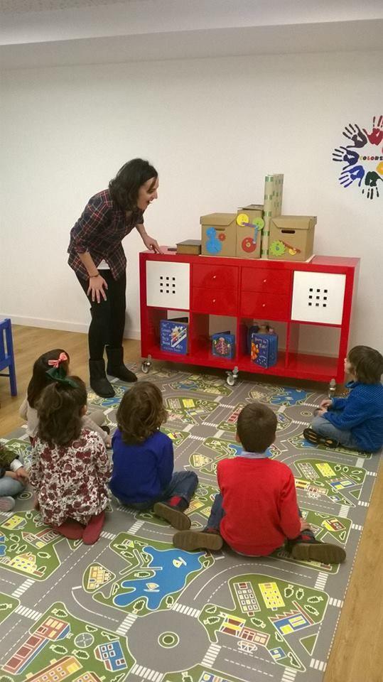 """Cuentuacuentos+ taller """"La fábrica de Navidad"""" en Little London (Salamanca) 26/12/2014"""