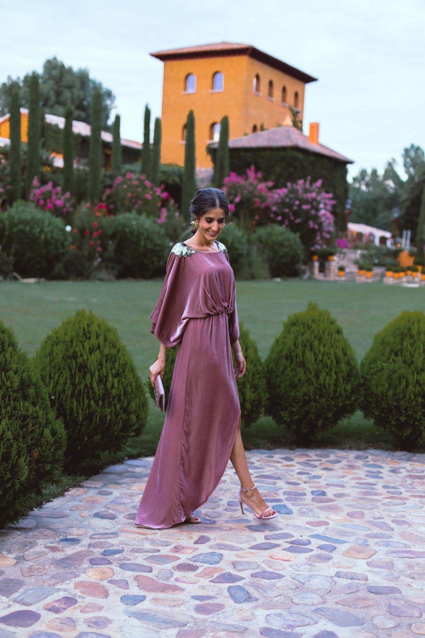 021d268c82 Look invitada boda otoño invierno vestido largo terciopelo boda noche  trenza romana