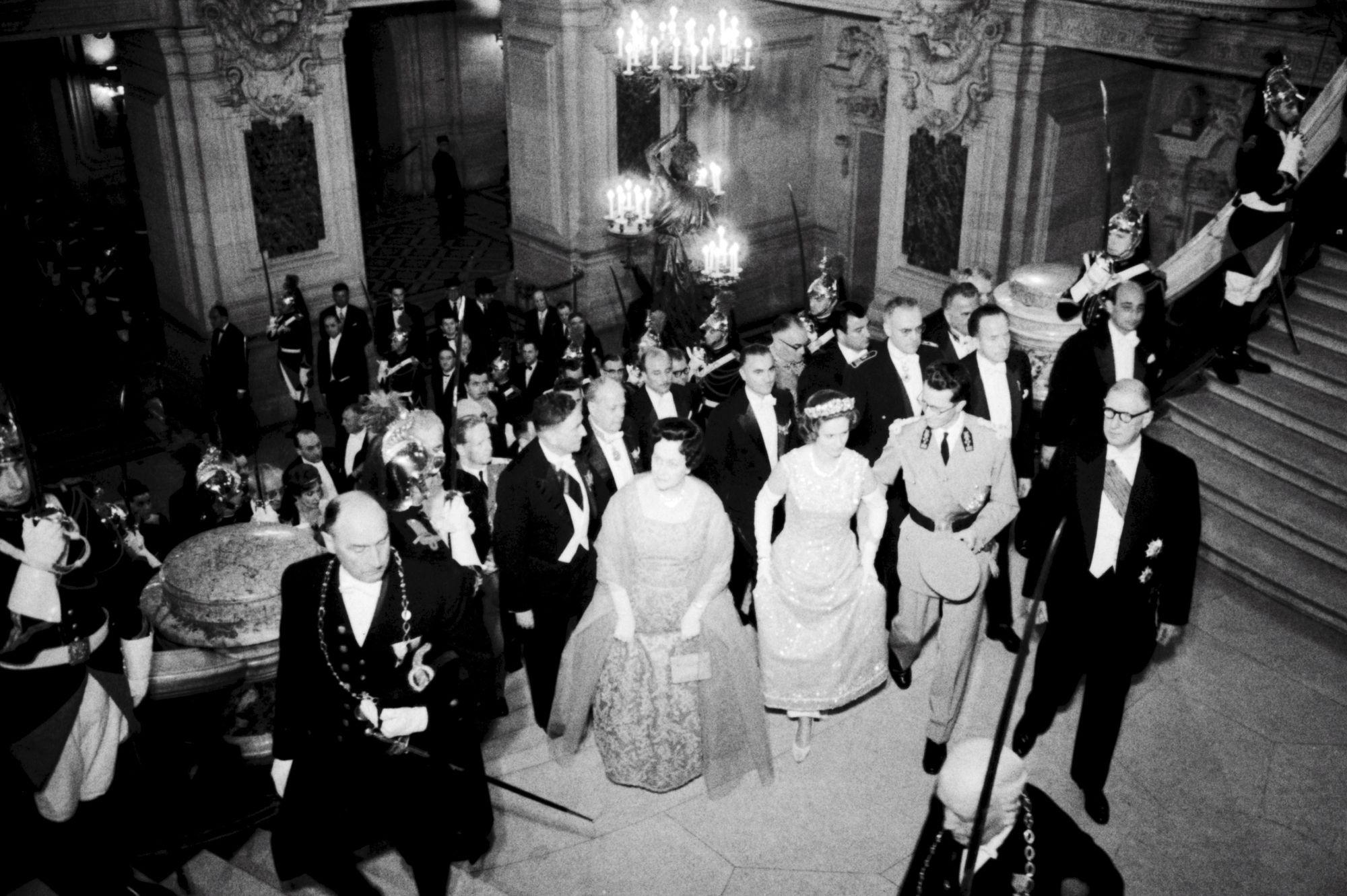 Mai 1961 le roi des Belges Baudouin et la reine Fabiola à l'Opéra avec Yvonne et Charles De Gaulle