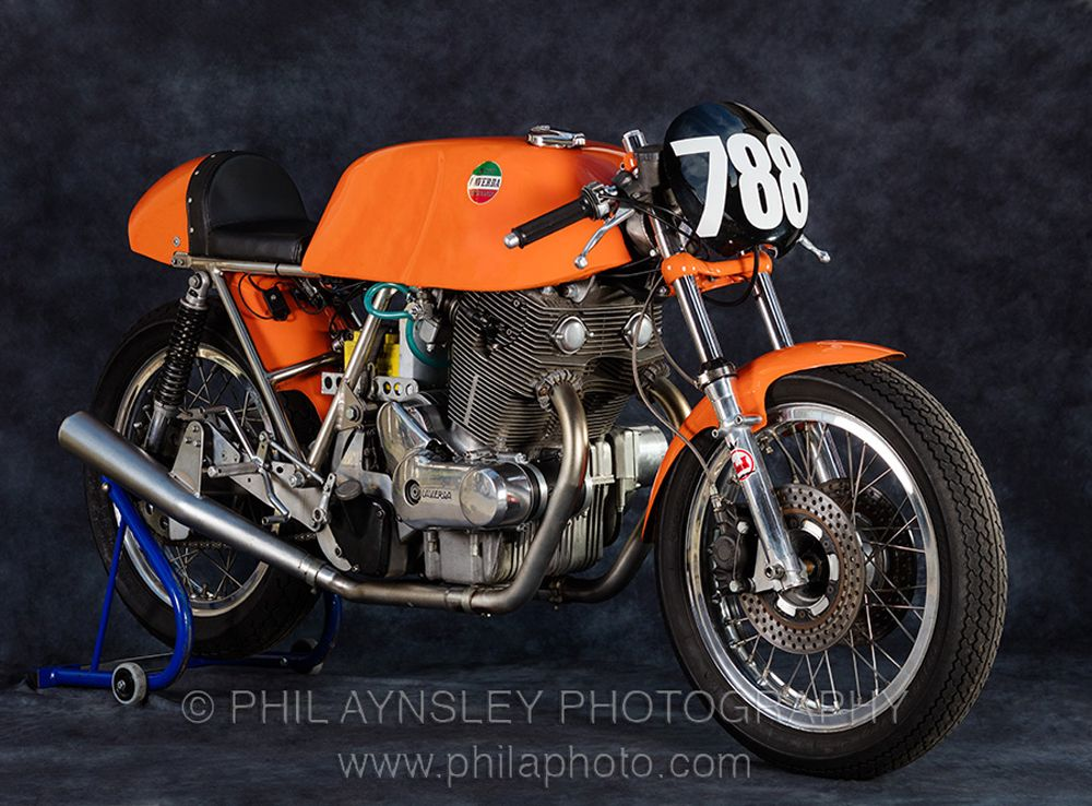 MotArt: 1972 750 Egli-Laverda SFC photographed by Phil Aynsley