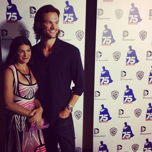 I'm REALLY happy with his hair length. Much better than s7 and beginning of s8.  Jared an Genevieve red carpet