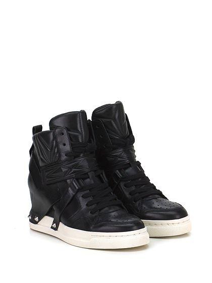 ASH - Sneakers - Donna - Sneaker in pelle e pelle lavorata con cinturino con straps e borchie laterali. Suola in gomma, tacco 70, platform 20 con battuta 50. Zeppa interna. - BLACK - € 265.00