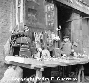 Purses for Sale 1. New York. 1946/47.