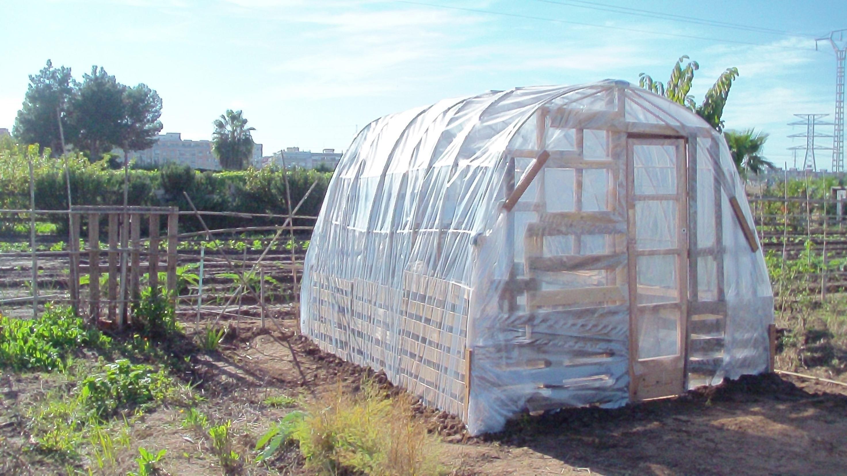 Como Hacer Un Invernadero Casero Por 45 Sencillo Y Reutilizando Materiales Animate Y Construye Tu Propio Invernadero Ecologic Greenhouse Outdoor Outdoor Gear