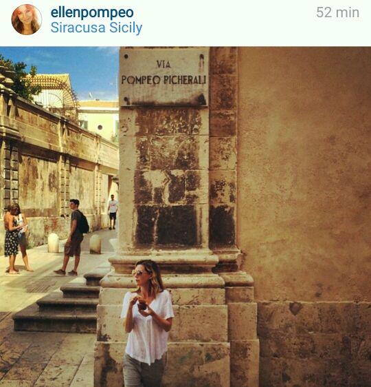Ellen Pompeo alias Meredith Grey in visita a Siracusa. Su Instagram il suo selfie al Duomo