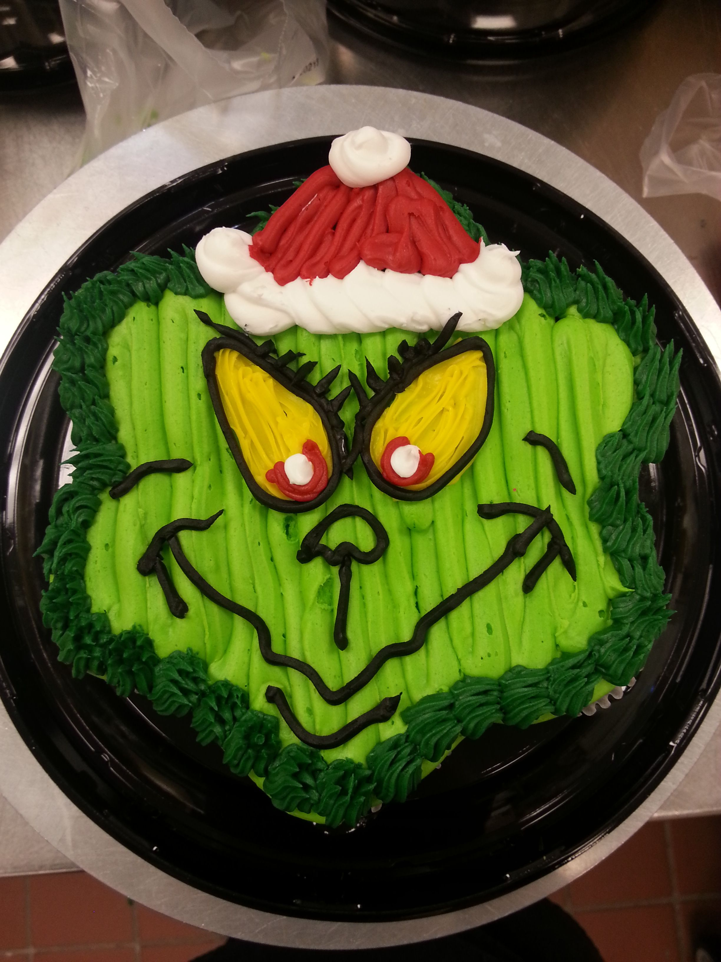 the Grinch cupcake cake