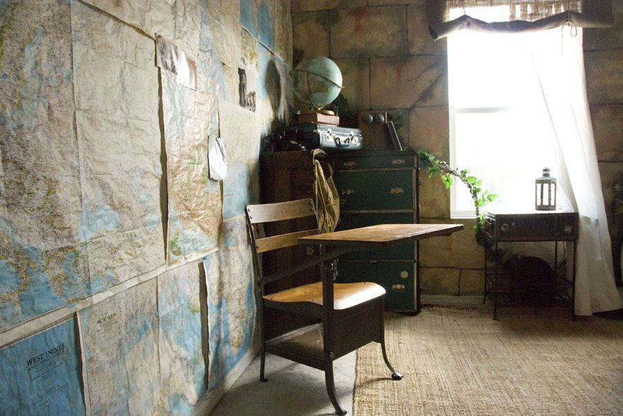 Travel Themed Bedroom For Seasoned Explorers: I'v Got A Desk Just Like This, I Could Use It In Our
