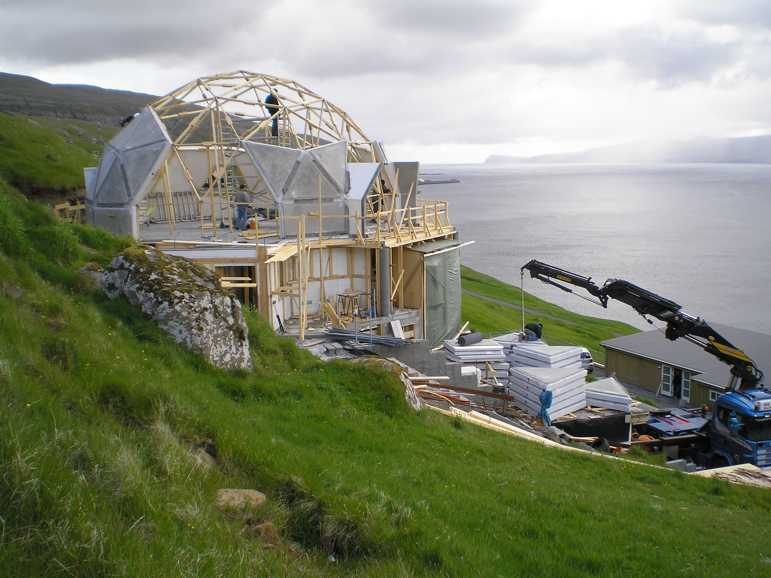 Photo 8 Of 13 In Make Your Dome Dreams Come True With These 12 Kit Geodesic Dome Homes Geodesic Dome Dome Home Kits