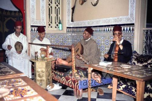 Marokkanische Teemusik, 1962 Czychowski/Timeline Images #1960 #60er #60s #Marokko #Morocco #Café #Cafe #Musik #Musiker #Instrumente