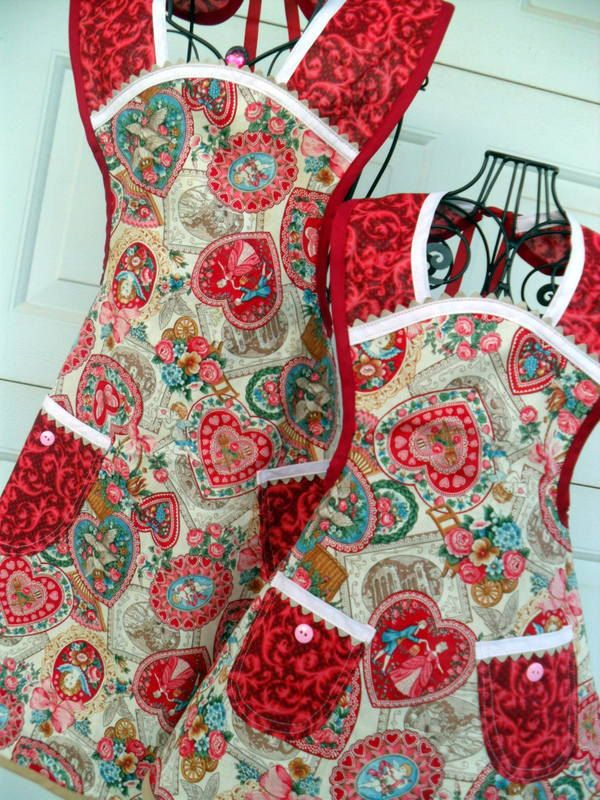Mother Daughter Valentine Aprons