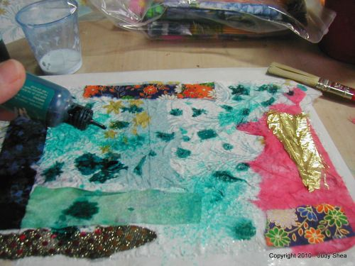 Dryer Sheet Collage Art Cloth   Tutorial is part of Clothes Art Collage - Hey Bloggerdoodles… I finally finished up my dryer sheet collage art cloth for you  This process is so fun at at the same time, you are recycling your dryer sheets  I hope you like it  What …