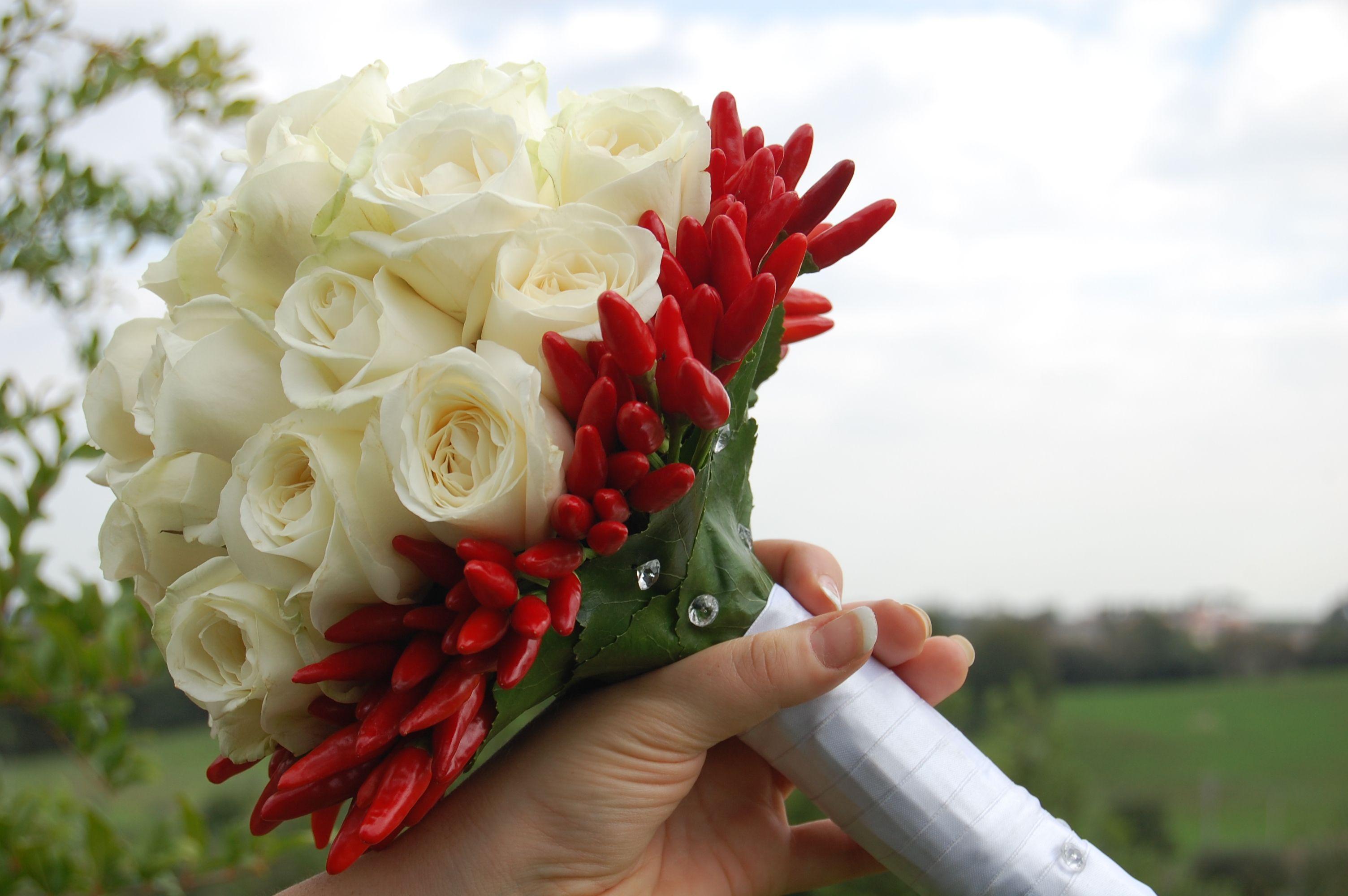 Bouquet Sposa Unico Fiore.La Scelta Giusta Per Il Bouquet Del Tuo Matrimonio Fiori Colori