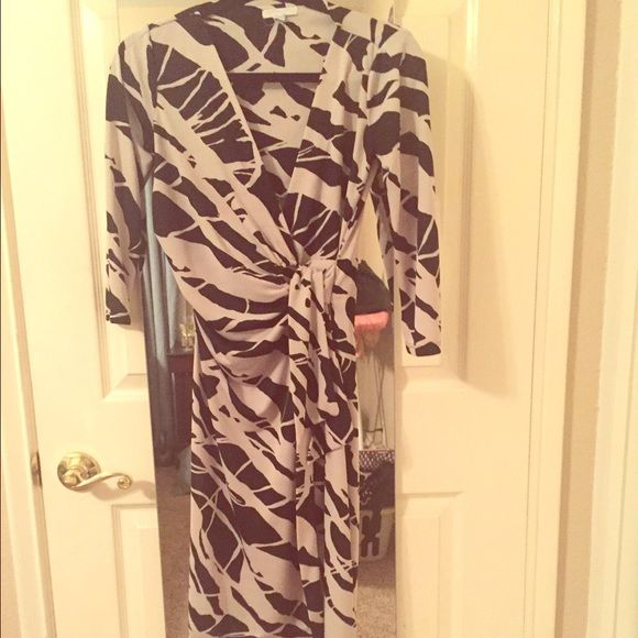 Black and white wrap dress New York and company xs wrap dress. Quarter length sleeve with wrap in the side v neck cut. Knee length New York & Company Dresses Long Sleeve