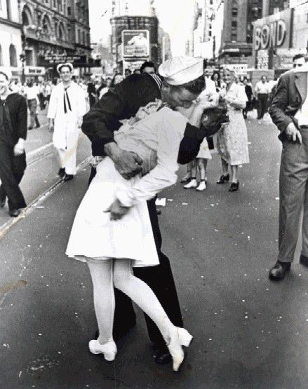 One Of The Most Famous Photographs All Time Strangers Kissing In Celebration V Day WWII