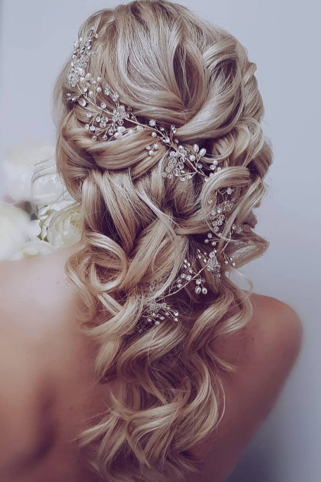 Have you fall in love with the dreamy wedding hairstyle