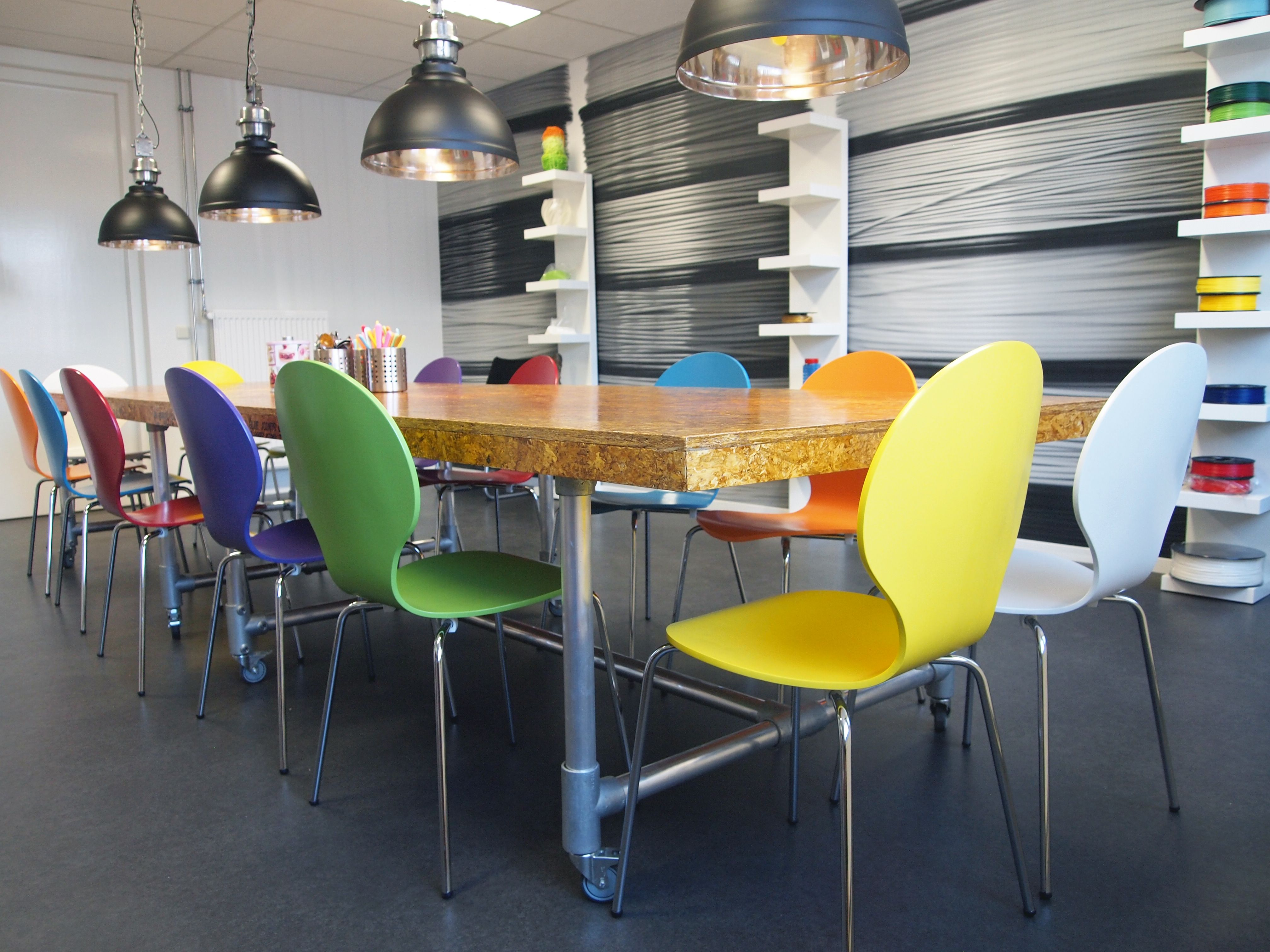 Puurbinnen ontwerp kantine steigerbuis tafel met for Tafel ontwerp