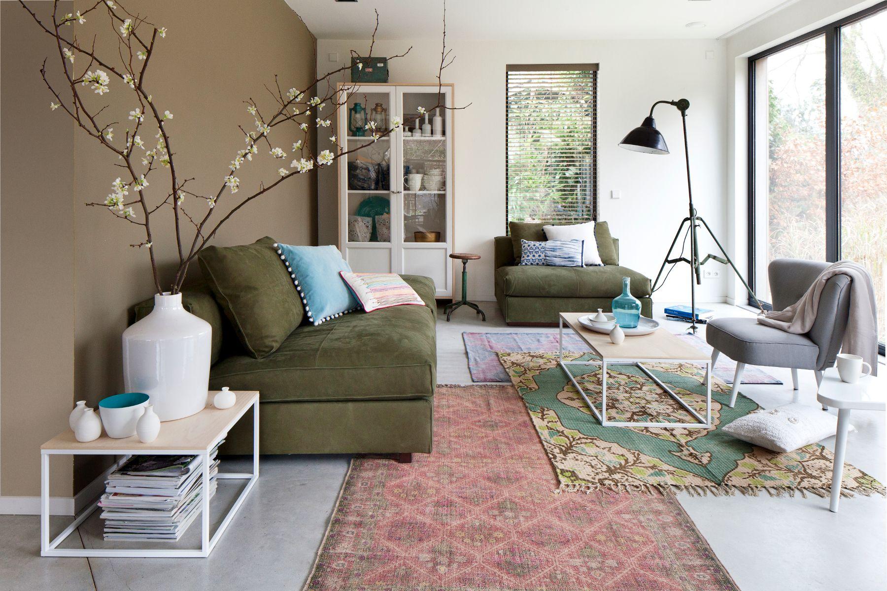 Ruime, lichte woonkamer met warme aardetinten #livingroom #vtwonen ...
