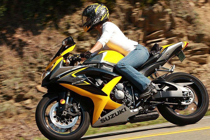 mujer motera Chicas en moto, Chica motera y Motos
