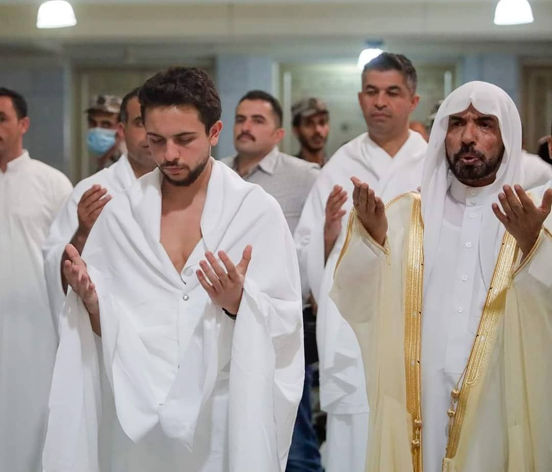 The Smile Of Jordan On Instagram سمو الأمير الحسين بن عبدالله الثاني ولي العهد يؤدي مناسك العمرة His Royal Highness Crown Prince Al Hussein Bin Abdull