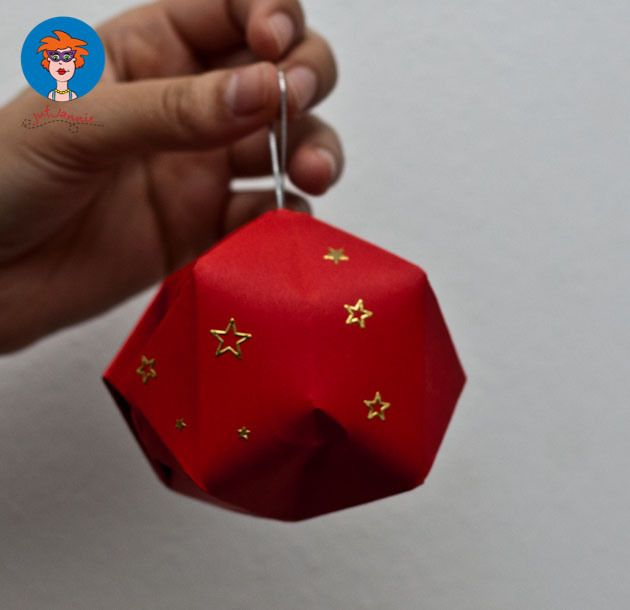 Kerstbal - knutselen - Juf Jannie apps voor kinderen. Origami. Knutselen met kinderen voor kerst.