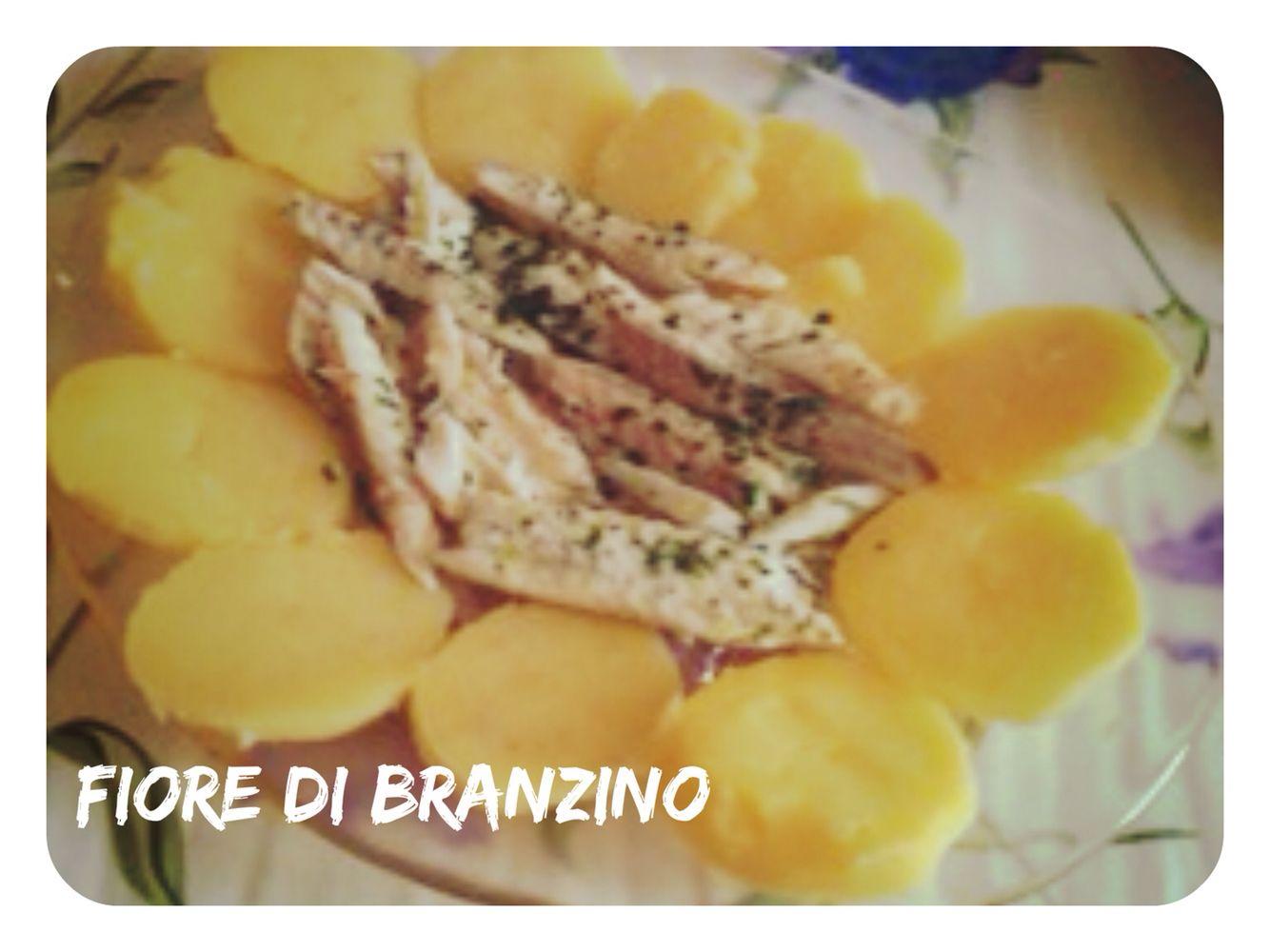 Fiore di Branzino: Filetti di branzino  al forno in marinata fredda di olio evo limone e erbe