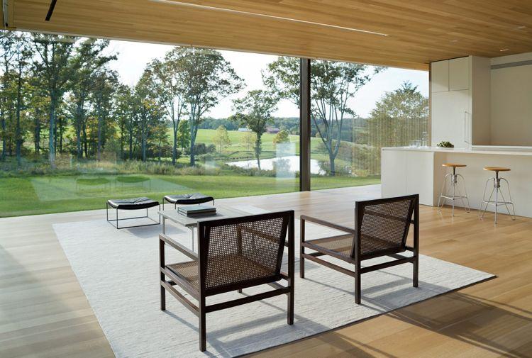 große Panoramafenster statt Außenwände Wohnzimmer Ausblick in die