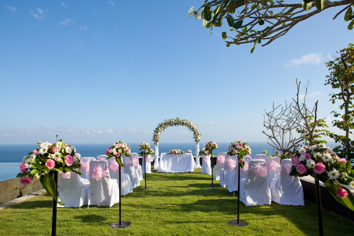 Selecting the perfect venue guide at wedmepretty wedding 9 smart ways to save on venue costs wedding album junglespirit Images