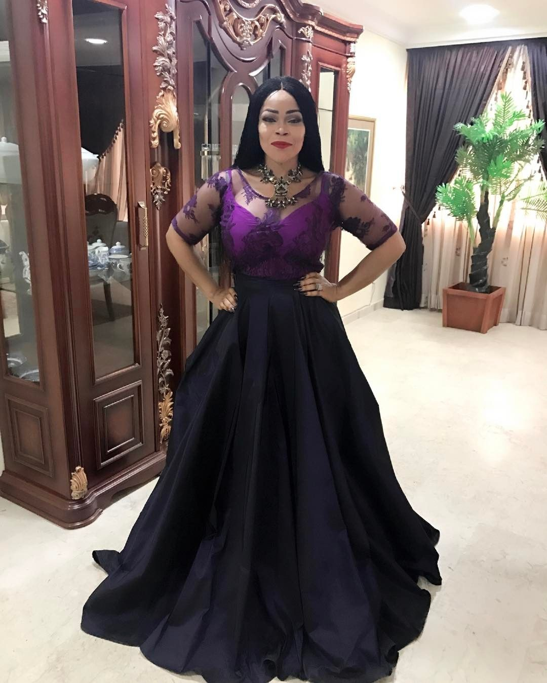 If You Are On The Hunt For The Perfect Dress To Wear To A Wedding Look No Further Besides The Obvious Dos African Lace Dresses Dresses Beautiful Long Dresses