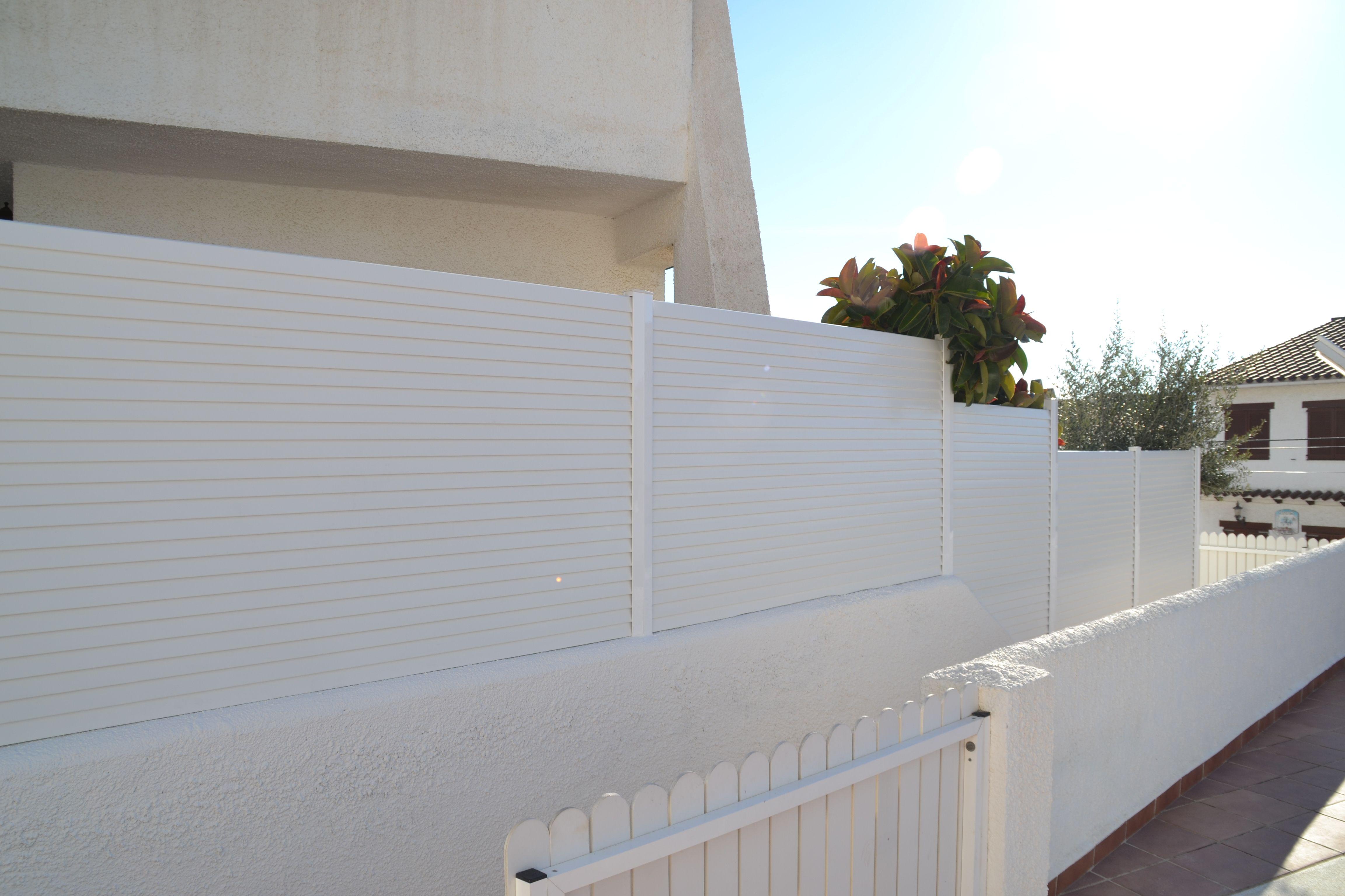 Valla de pvc, cerramiento para jardín Modelo Vall Venécia