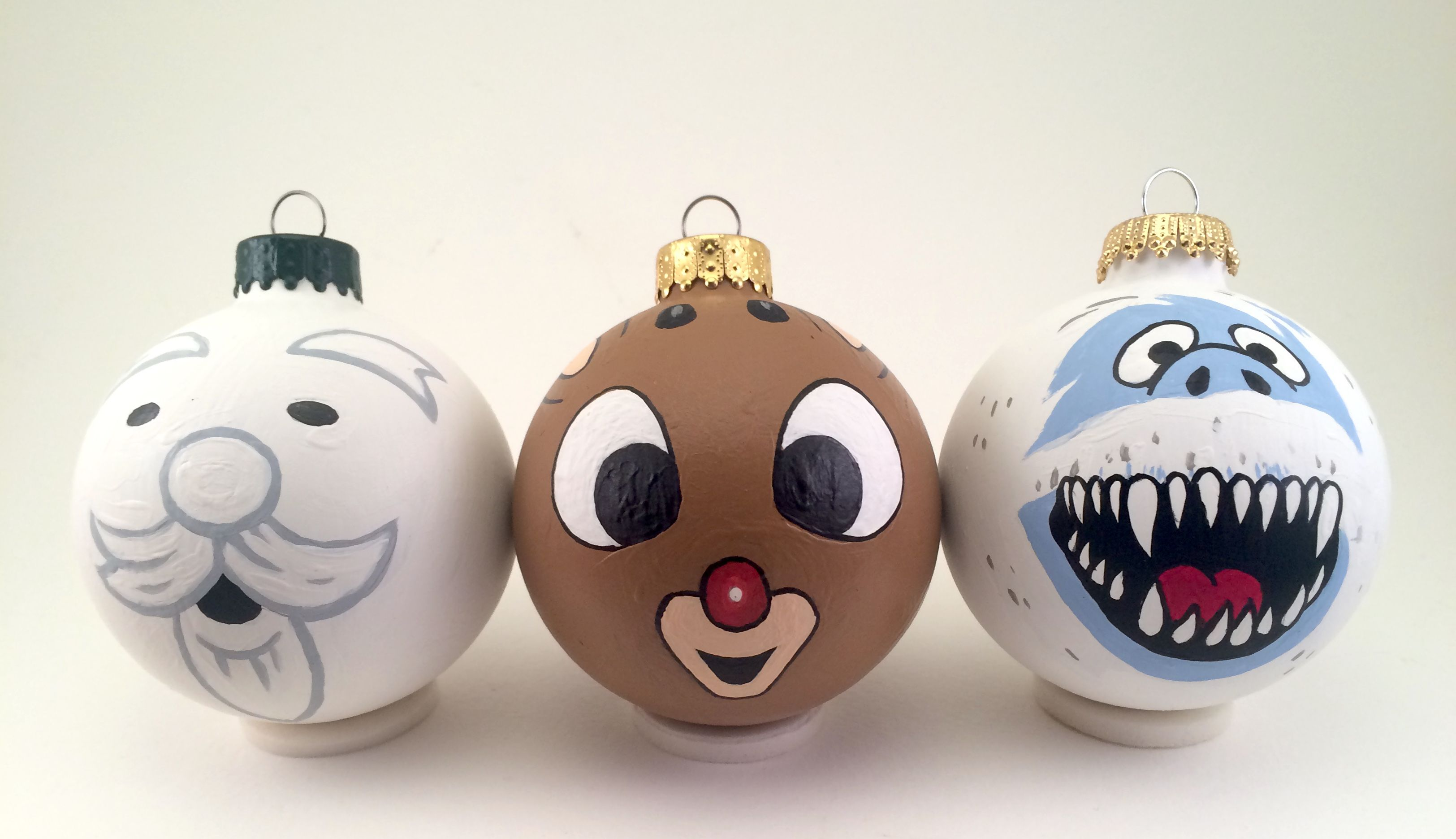 This Is A Hand Painted Ornament Set Inspired By The Holiday Classic Rudolph The Red Nosed Reindee Light Bulb Ornaments Painted Ornaments Hand Painted Ornaments