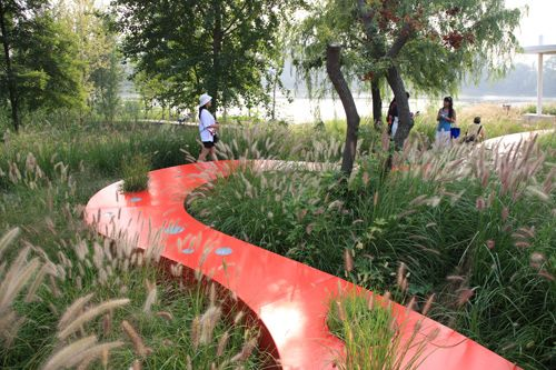 Red ribbon qinhuangdao red ribbon park china turenscape for Red landscape architects