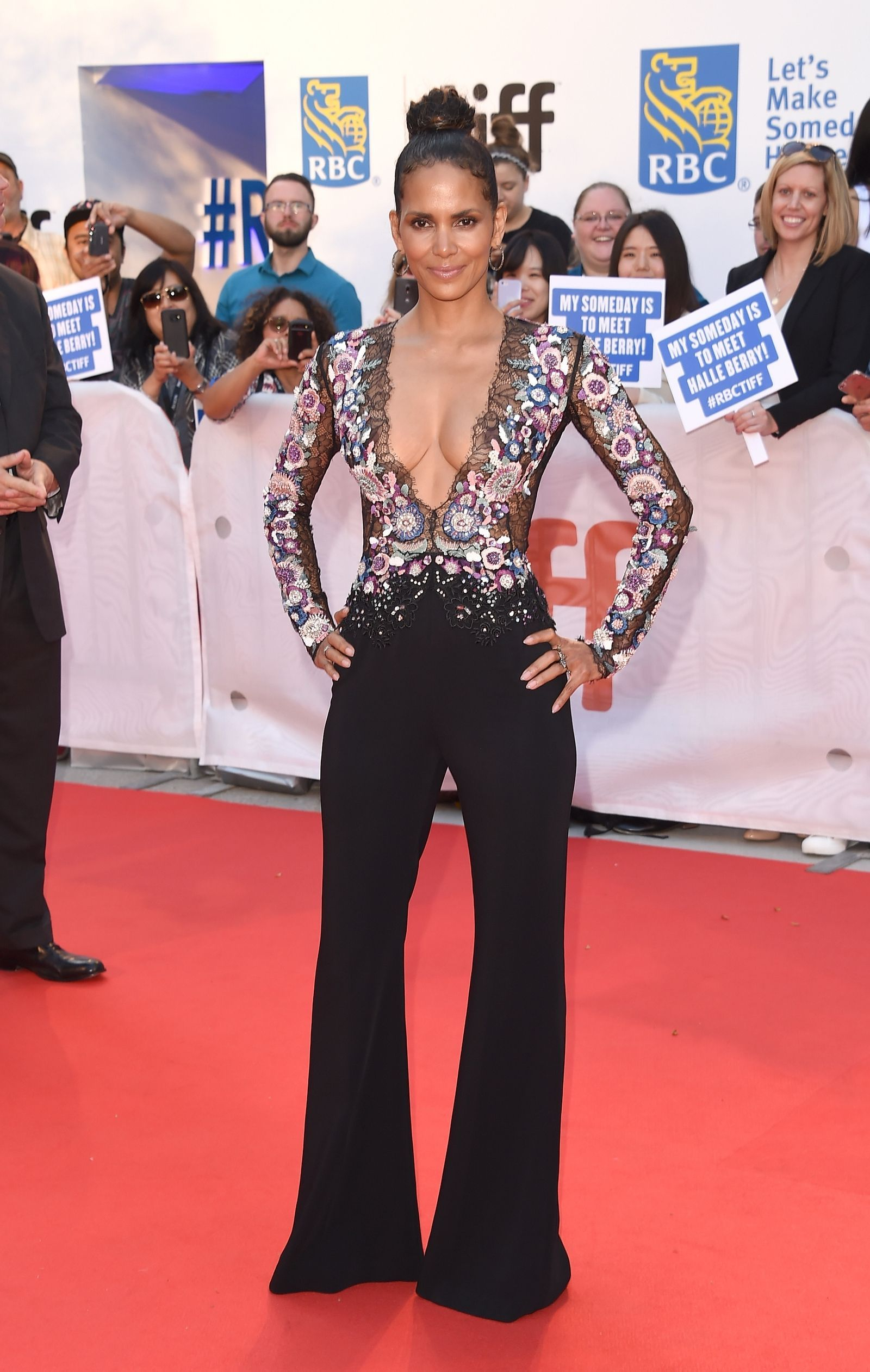 3d4e57dc6e Halle Berry 40 And Fabulous, Hollywood Red Carpet, Halle Berry, Red Carpet  Dresses