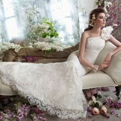 Beautiful round up of one shoulder wedding dresses. They are ah-mazing! (Picture by Tara Keely Bridal)