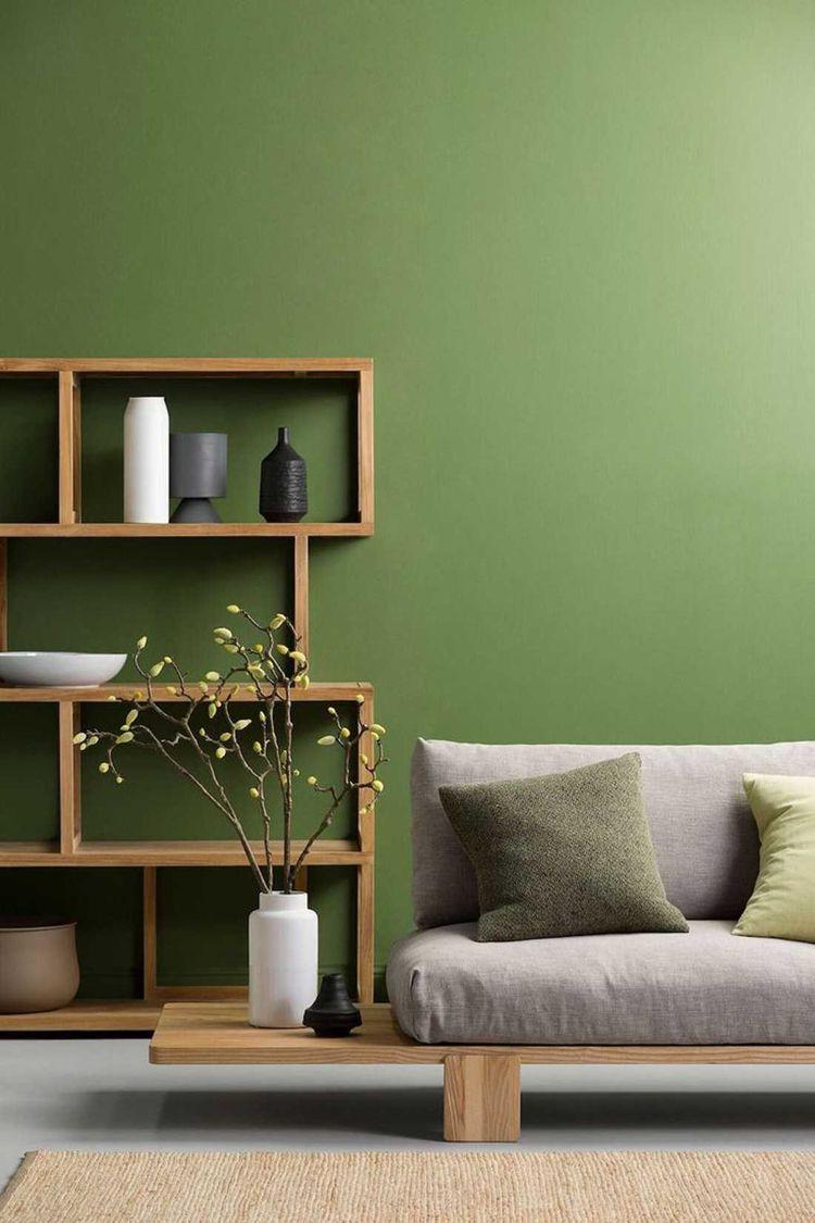 Wandfarbe Wohnzimmer Feng Shui Grün Holzelement Holzregal graues