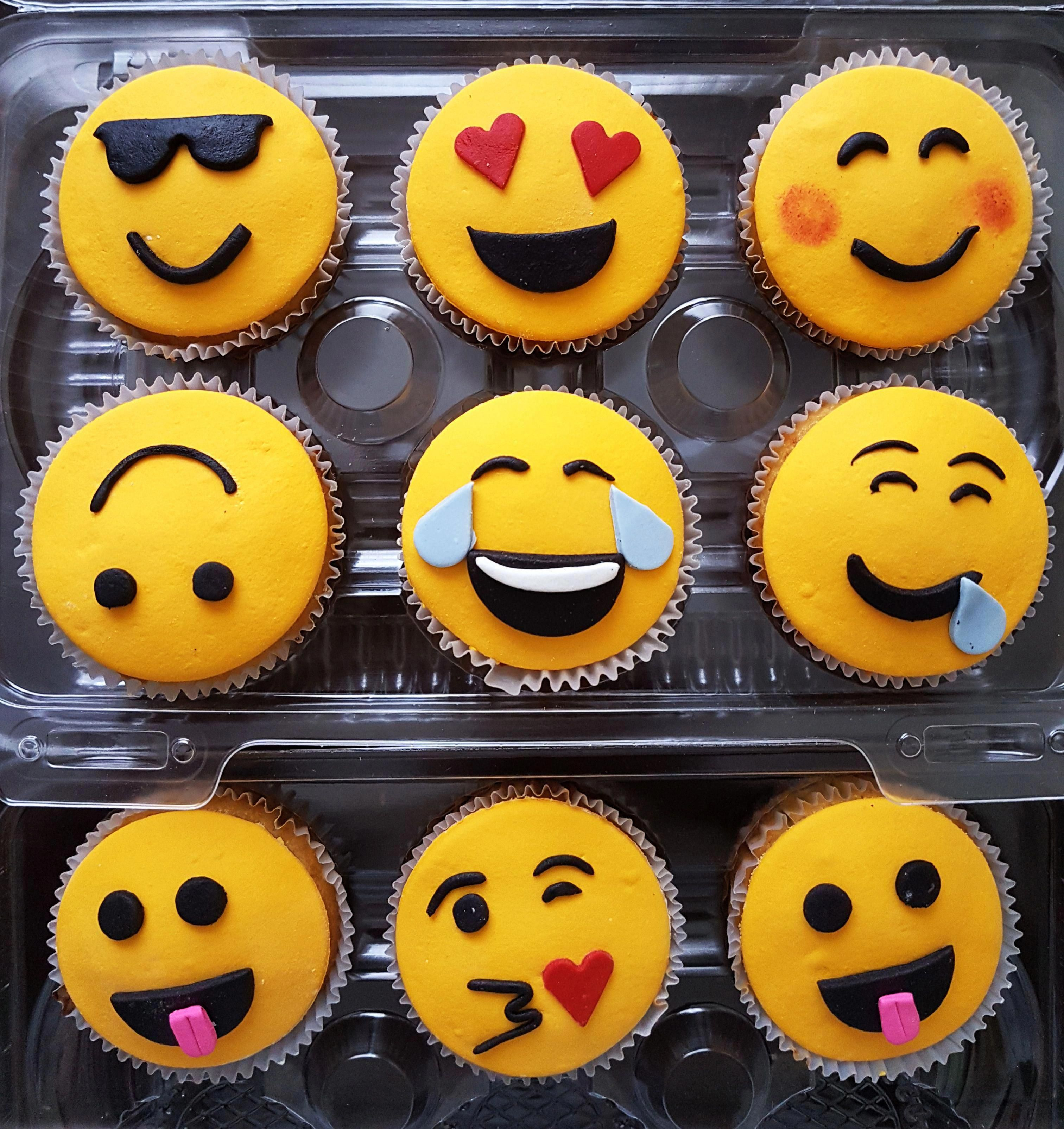 Raspberry Apple Smoothie Clean Eating Snacks Recipe In 2020 Emoji Cupcakes Emoji Cake Savoury Cake